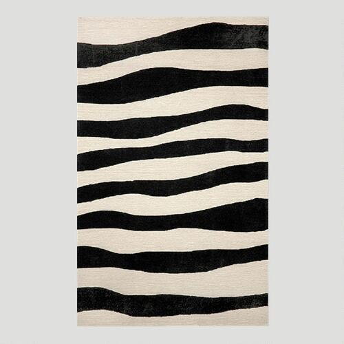 Black Wavy Indoor-Outdoor Rug