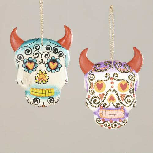 Hanging Los Muertos Skulls with Horns, Set of 2