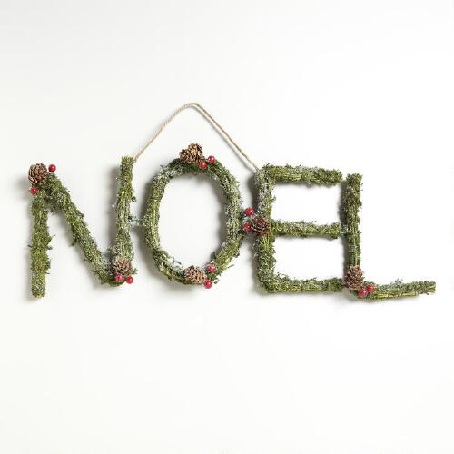 Dried Moss and Berry Noel Wall Décor