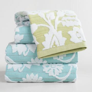 Cool Ombre Bliss Bouquet Sculpted Bath Towel Collection
