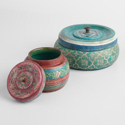 Red and Green Round Boxes with Lids