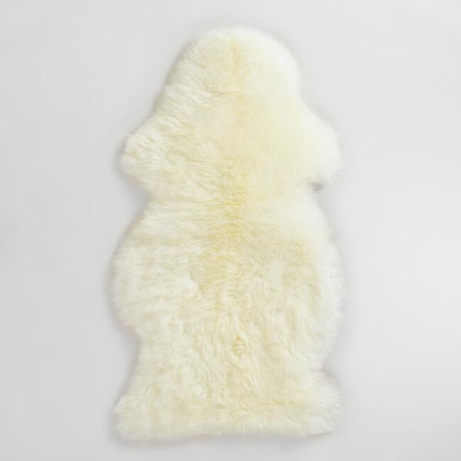 21x37 Ivory New Zealand Sheepskin Area Rug
