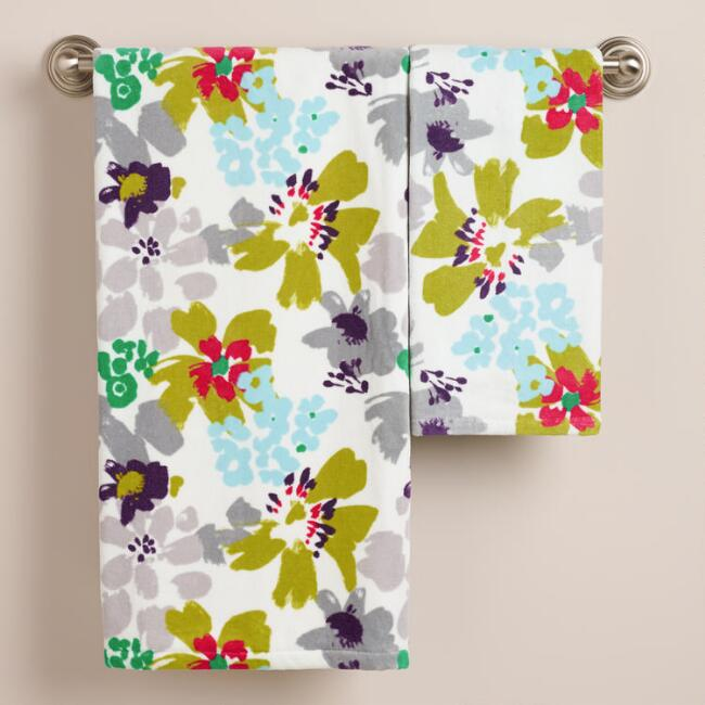 Watercolor Daisies Bath Towel Collection